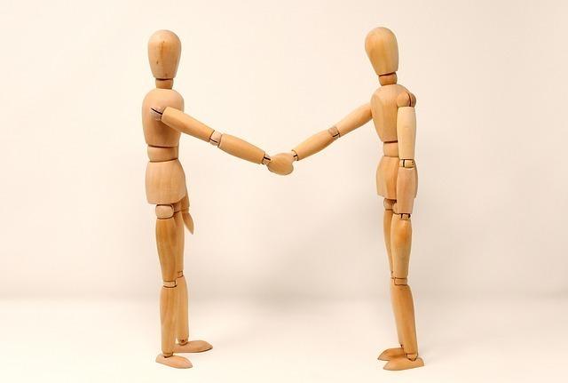 holding-hands-3139604_640.jpg